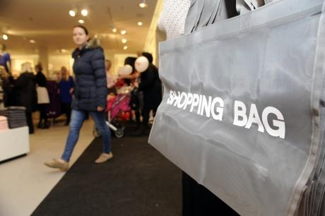 Shoppers flock to Southend H&M as UK pulls out of recession