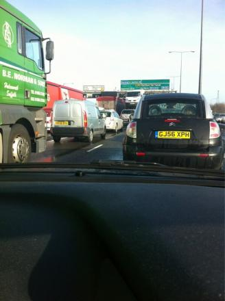 Crash on M25 causes chaos for Essex-bound moto