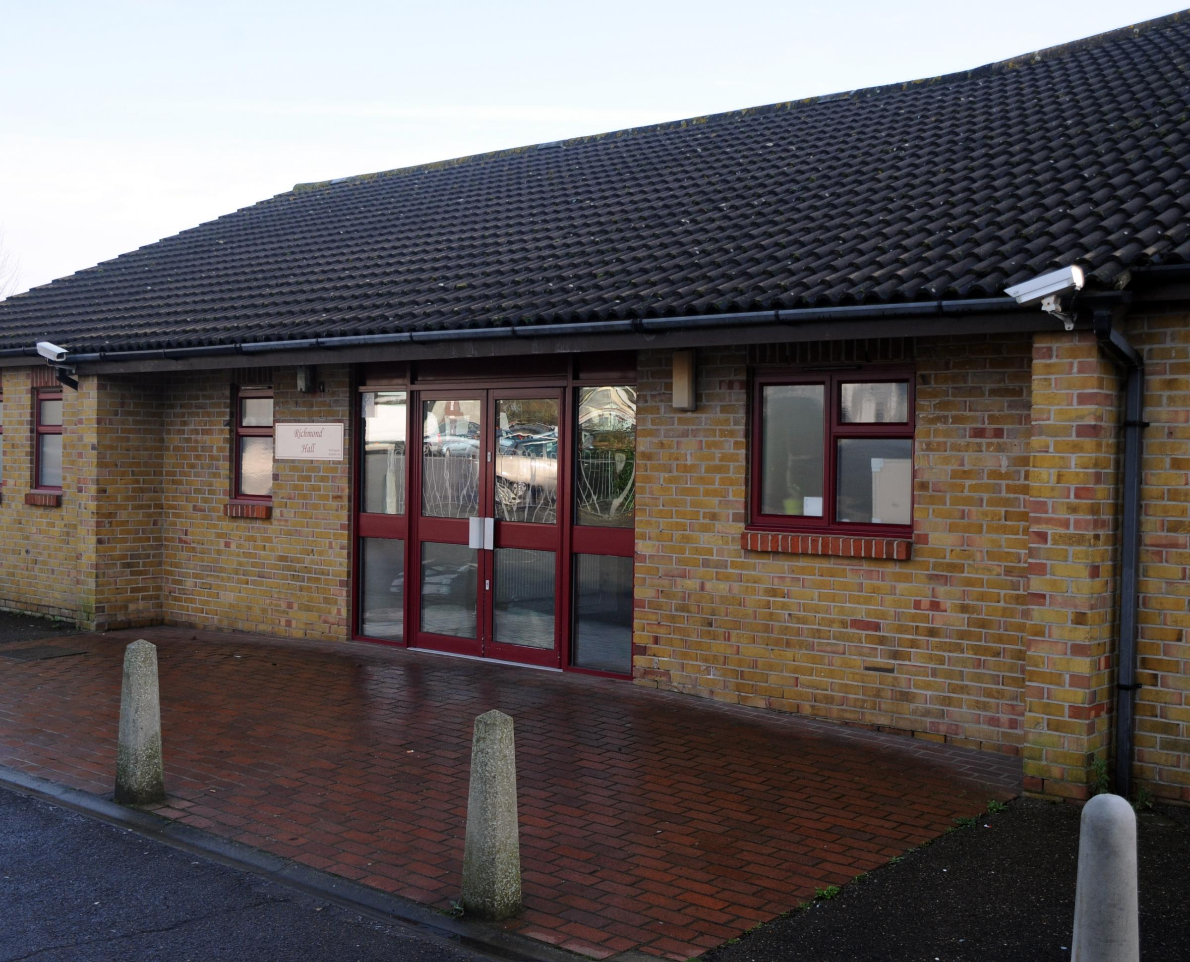 Councillor challenges south Essex children's centre plans