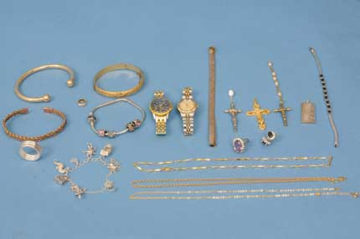 Couple charged after jewellery thefts