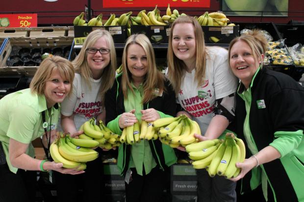 Southend Standard: Have a banana! Our 2,000 pressies for hospice's runners