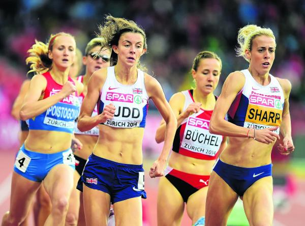 Jessica Judd racing alongside team-mate Lynsey Sharp in the European Championships 800m semi-final