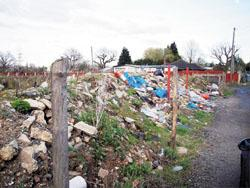 Southend Standard:  Eyesore  the rubbish left uncleared at Hovefields travellers site
