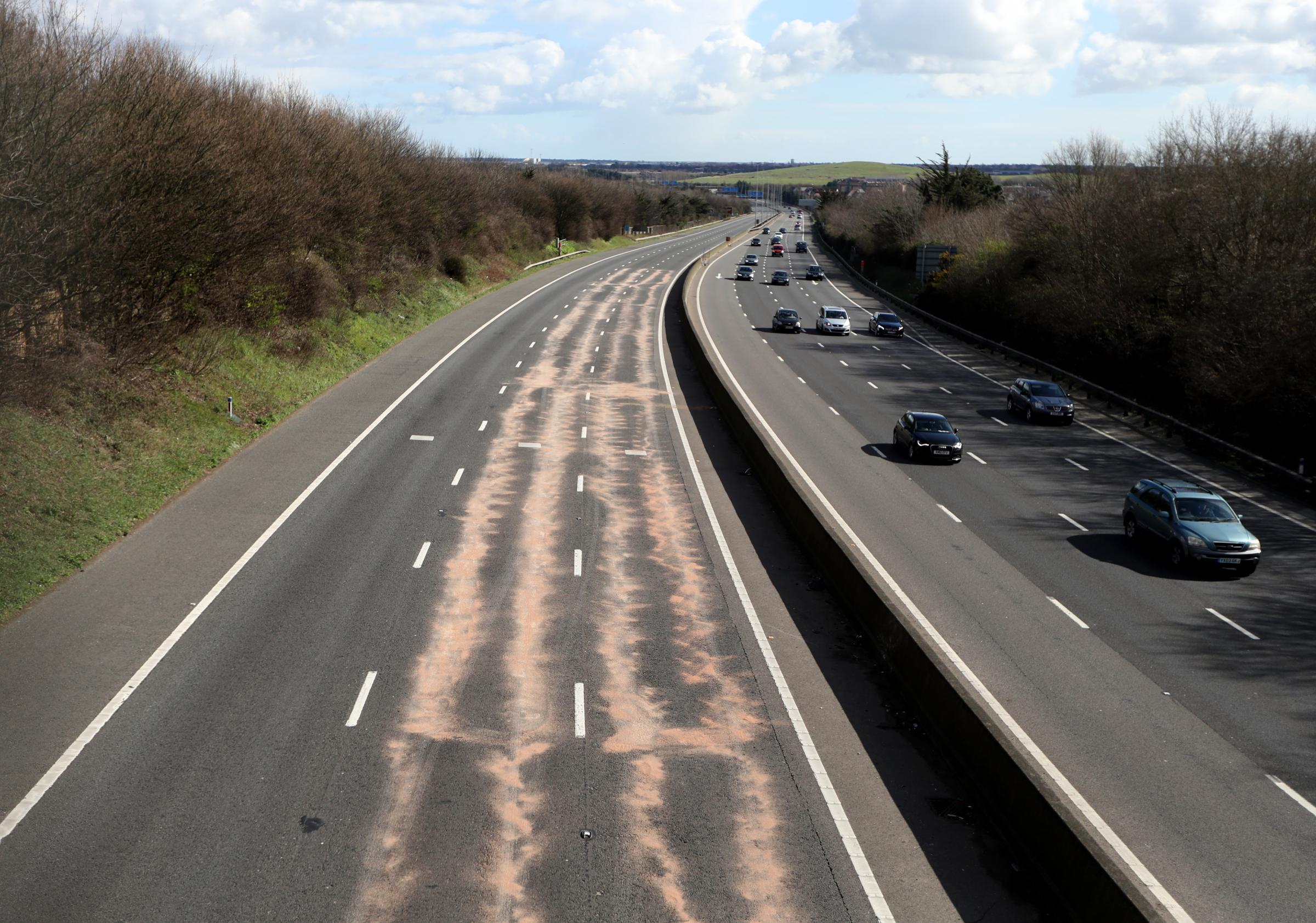 Main Hampshire motorway to be closed until tomorrow following lorry crash